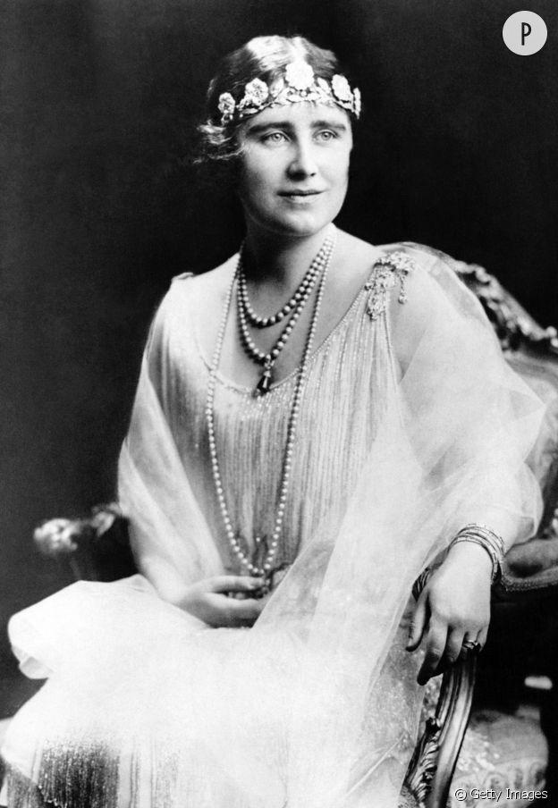 Elizabeth Bowes-Lyon portant la tiare Strathmore Rose.