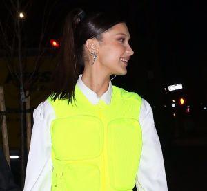 WTF : Bella Hadid à mi-chemin entre le gilet jaune et le gilet pare-balles