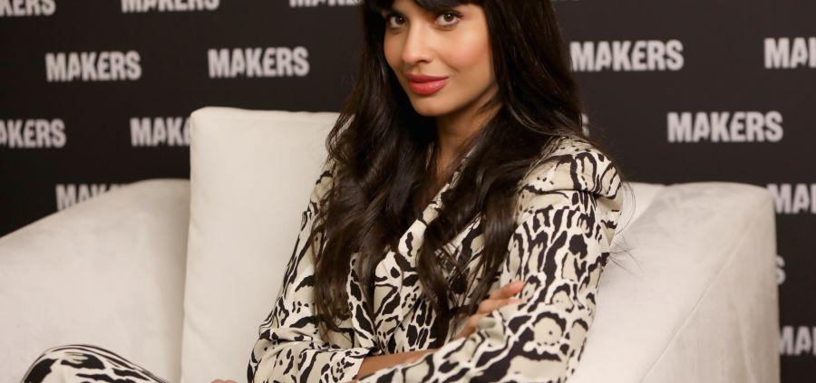 Jameela Jamil dénonce les retouches Photoshop faites sur une photo d'elle