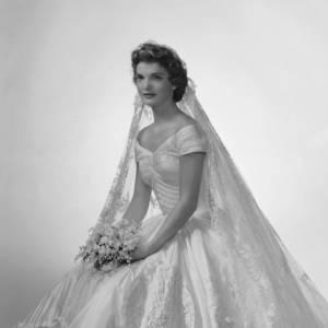 Jackie Kennedy et sa mythique robe de mariée.