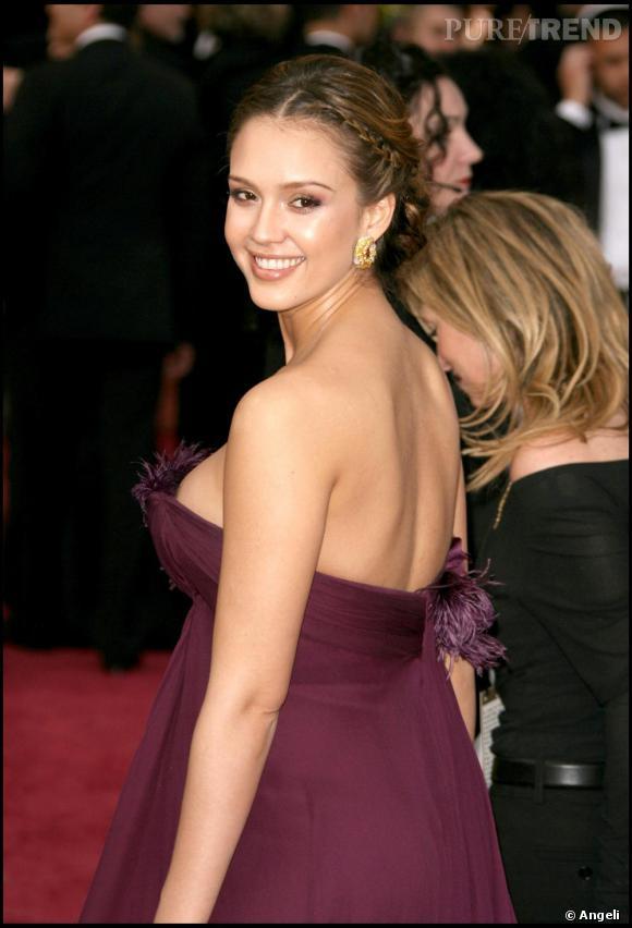 La tresse se mixe avec n'importe quelle robe, Jessica Alba l'ose même sur le tapis rouge des Oscars. Elle donne une pointe de romantisme au look de diva de l'actrice. Sublime.