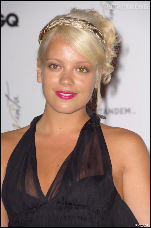 Après le rose, la blond platine. Chose rare, Llily Allen a opté pour une coiffure glamour façon Hollywood. Un peu cheap, on la préfère largement en brune corbeau.