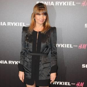 Lors de la soirée Sonia Rykiel, l'humoriste a misé sur un ensemble noir, à épaulettes, bottines cloutées aux pieds. Pointu mais pas too much.