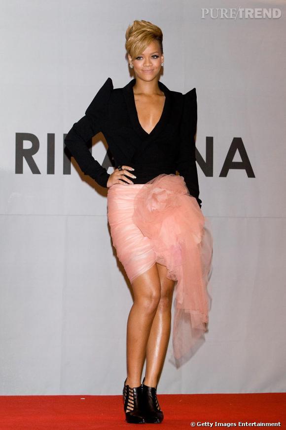Rihanna en veste Vauthier et jupe Isaak Mizrahi