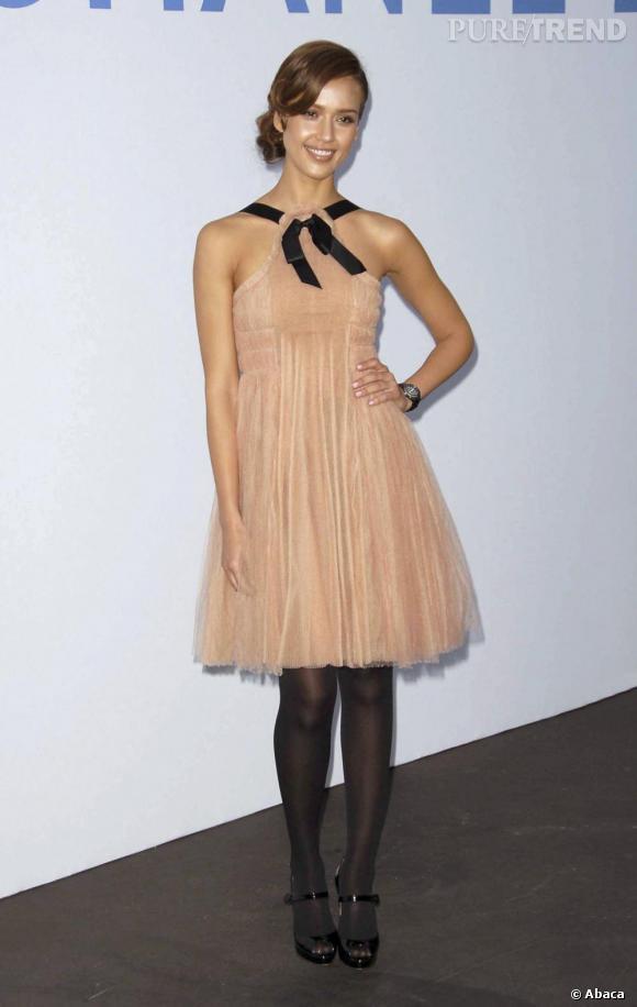 L'actrice a abandonné son blond californien, on applaudit! Un air de ballerine trendy qu'on adore.