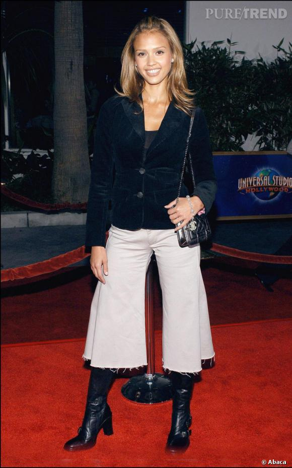 Jessica a longuement hésité entre une jupe et un pantalon. Elle a finalement opté pour un mix des deux en déchirant un drap. Pourquoi?