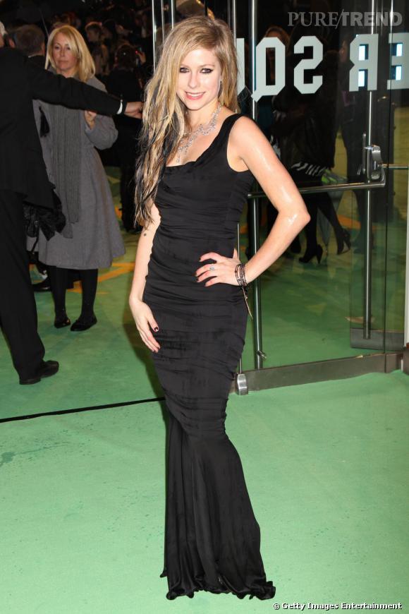 Avril Lavigne à la première d'Alice in Wonderland à Londres