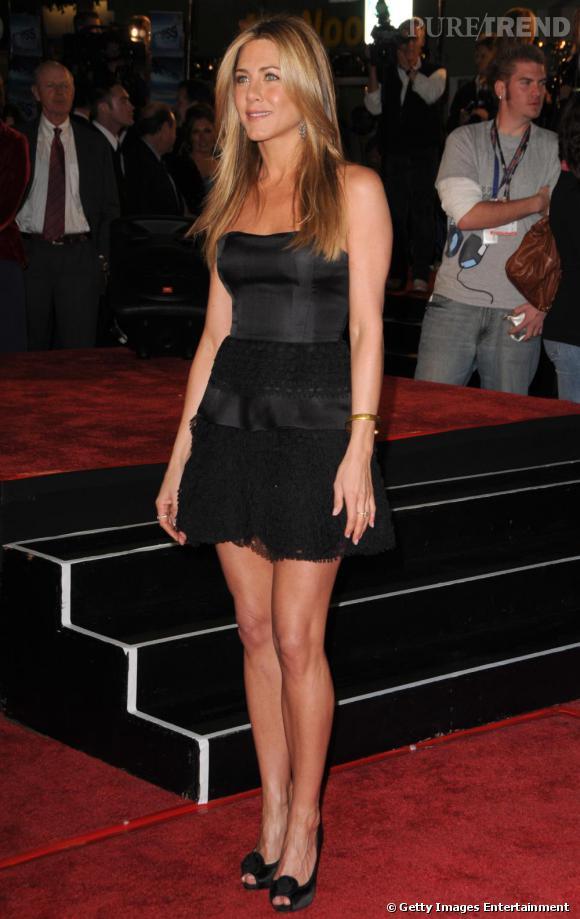 Jennifer Aniston, la minirobe lui va à merveille