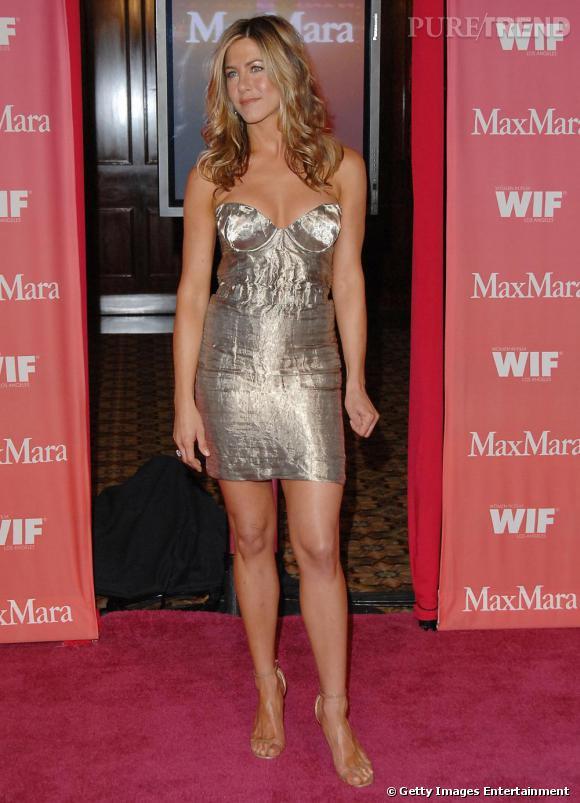 Jennifer reste divine, même en robe de bimbo !