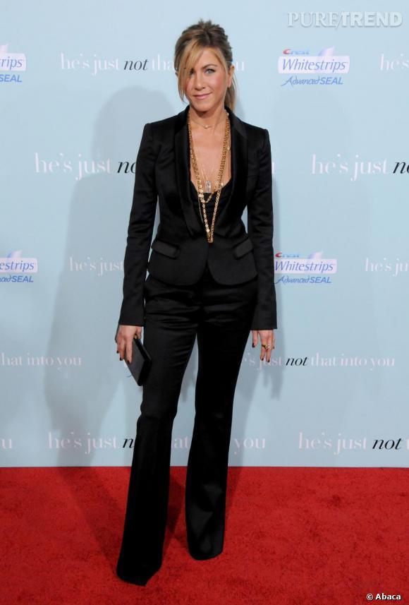 Même en costume, Jennifer Aniston reste délicieusement sexy