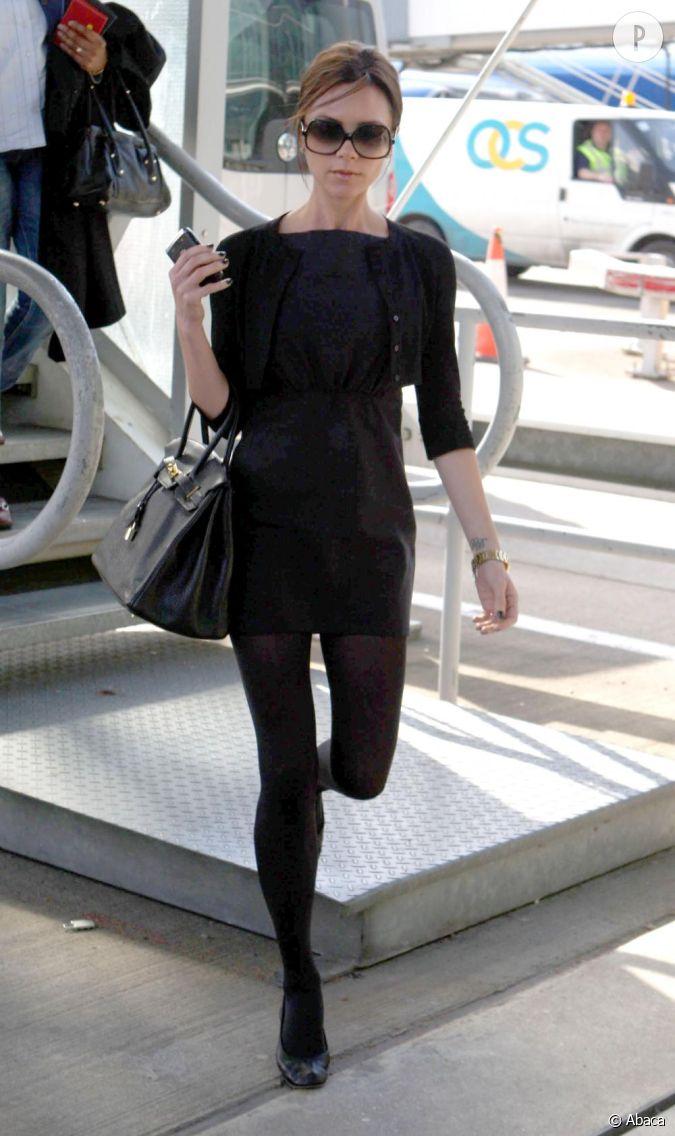 victoria beckham en total look noir et ballerines. Black Bedroom Furniture Sets. Home Design Ideas