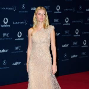 Robe Elie Saab semée de strass pour Gwyneth. Une facture audacieuse qui a séduit récemment la Princesse Victoria de Suède.