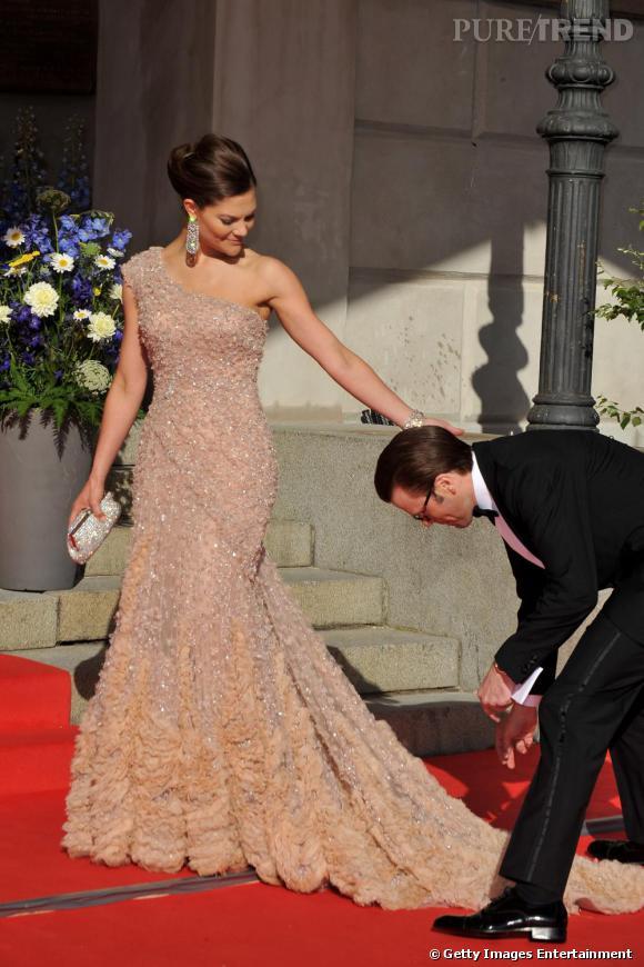 Princesse victoria de su de lors de son mariage en robe for Robes de mariage ellie saab