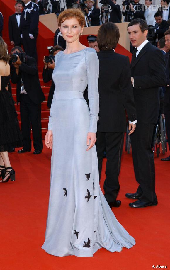 Kirsten adore les longues robes élégantes sur le tapis rouge