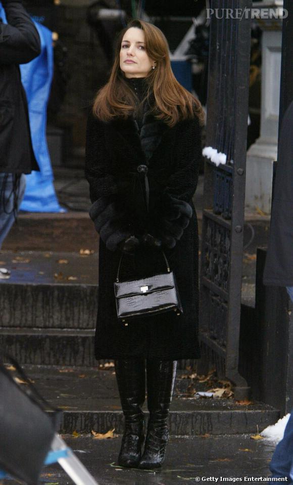 Dans tout vestiaire de chic fille se trouve un beau manteau noir ...