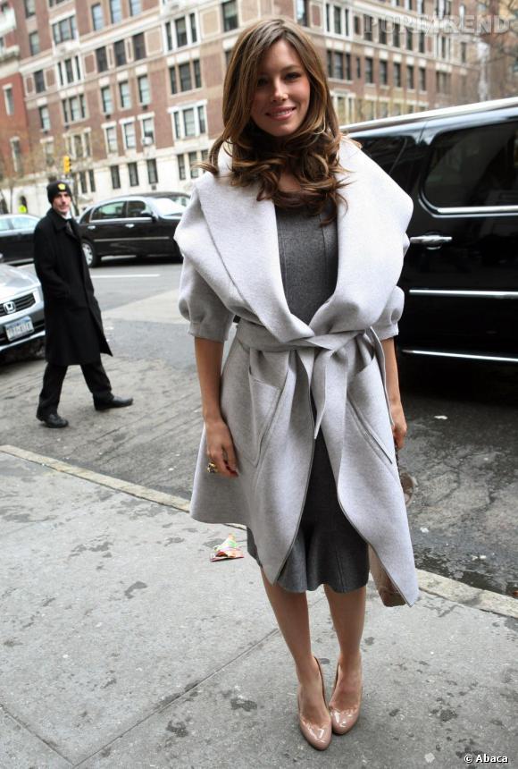 Les escarpins nude.    Si Jessica Biel ne s'est pas encore jetée sur la tendance nude, elle arbore été après été des escarpins de ce coloris. Idéal pour ajouter une note d'élégance à une tenue classique, l'escarpin nude figure chaque année dans le top 5 des it-shoes des stars.