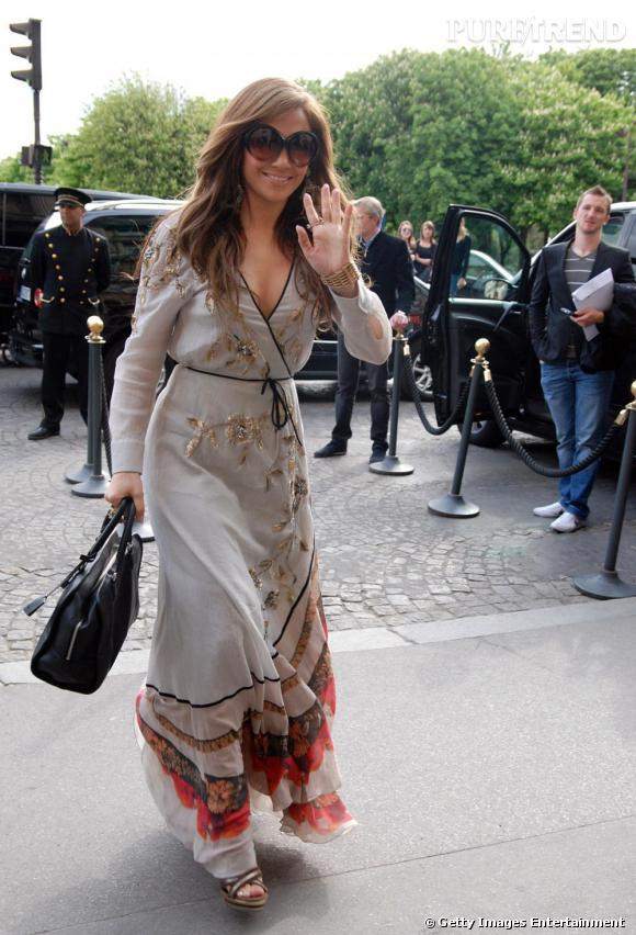 Jennifer Lopez arrive à l'Hotel de Crillon à Paris