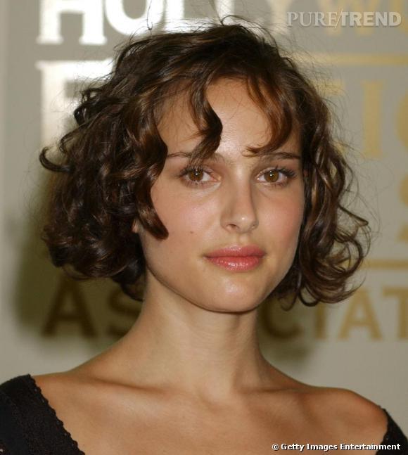 Beliebt En 2004, elle adopte le carré et laisse ses cheveux bouclés. Une  WZ92