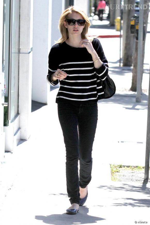 Très girly rock, Emma Roberts fait du shopping en toute simplicité à Los Angeles.