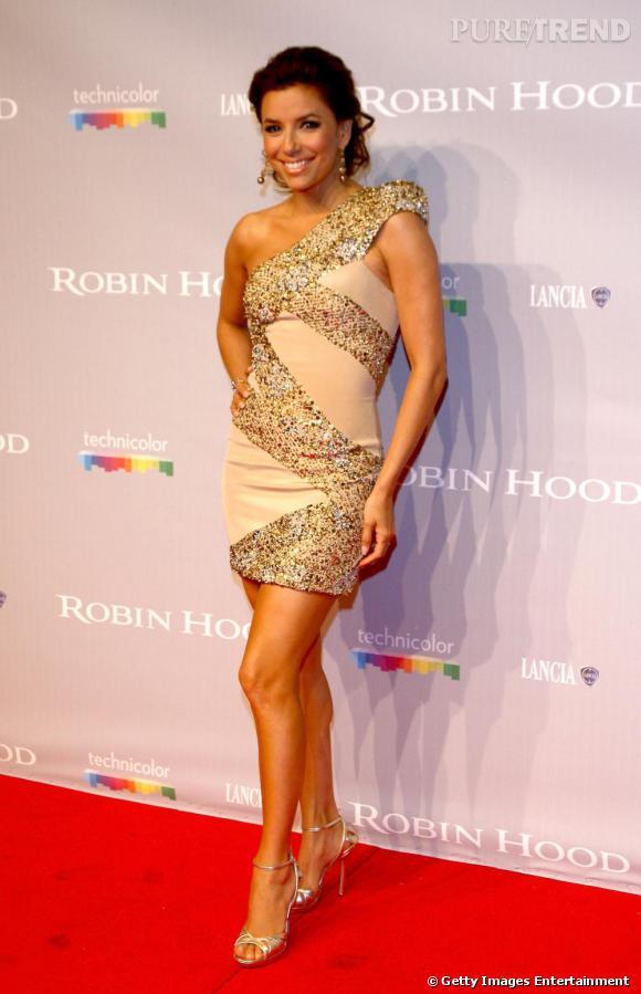 Si elle est petite, Eva Longoria sait comme personne mettre ses jambes en valeur. La preuve dans cette robe Elie Saab.