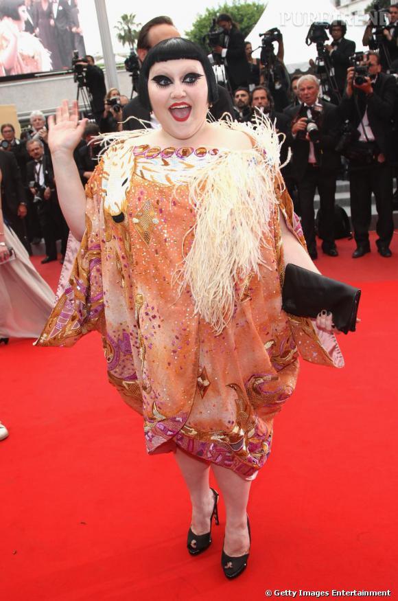 Beth Ditto toujours joyeuse se fait remarquée avec style lors du festival de Cannes.
