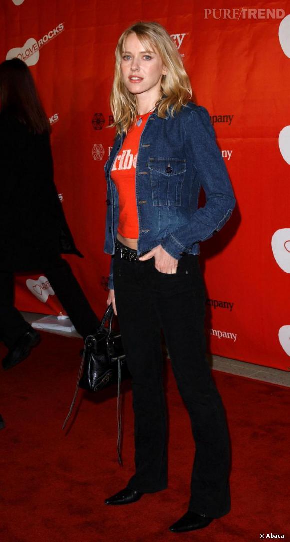 Blouson en jean et t-shirt en coton, Naomi Watts avait une allure plutôt casual.