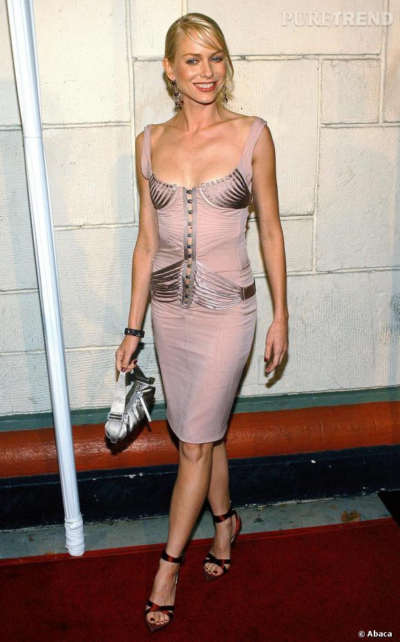 Consciente de sa féminité, Naomi Watts s'est peu à peu appropriée des pièces plus sexy mais l'effet provoqué manquait de grâce.