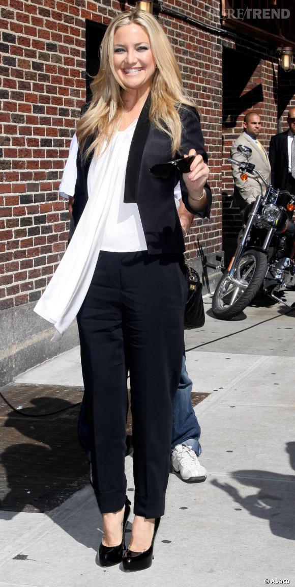 Kate Hudson, chic et trendy en noir et blanc.