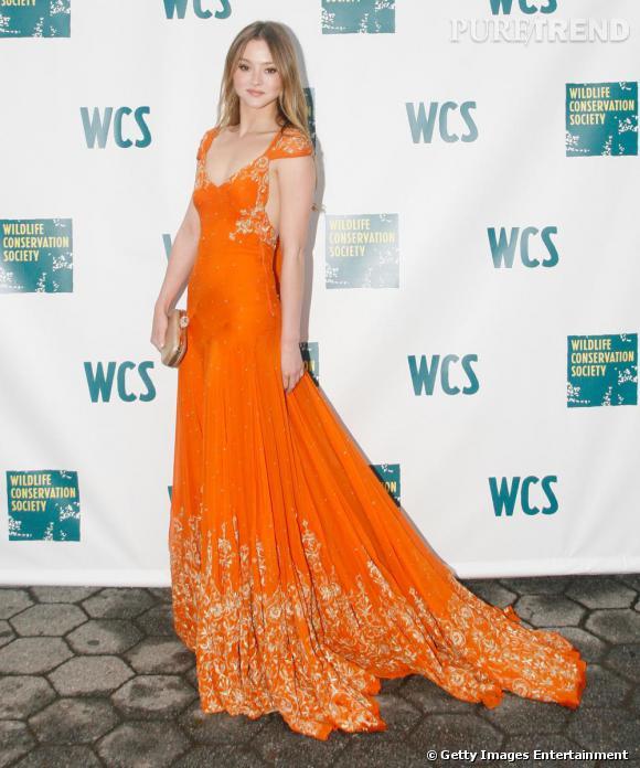 Devon Aoki joue les princesses dans une robe orange et or