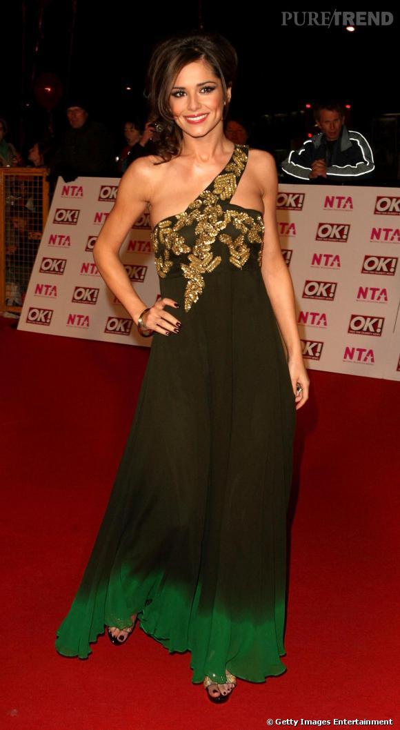 CHeryl Cole en maxi robe. Même lorsqu'elle ne se dévoile que légèrement, elle reste très sexy.