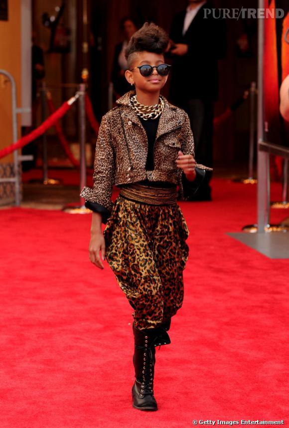 """Le mini moi de la semaine : Willow SmithWillow Smith c'est la fille de Will Smith et de Jada Pinkett. Cette jeune ado de 11 ans (qui va sur ses 12), fait parler d'elle dans tout L.A. Déjà un film (le célèbre """"I'm a Legend"""") et plusieurs photocalls sur tapis rouge, cette socialite prépubère joue les Rihanna du bac à sables : mini crête, perfecto léopard, sarouel, et bijoux XXL...Willow c'est un peu la Tavi de Los Angeles..."""