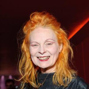 En 2010, l'icône punk reste fidèle au poste. Le cheveu flamboyant et plus extravagante que jamais, elle est à 69 ans l'une des grandes dames de la mode.