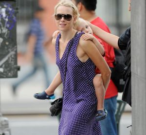 Naomi Watts se couvre de pois