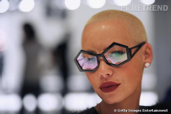 Les lunettes, l'accessoire fétiche d'Amber.