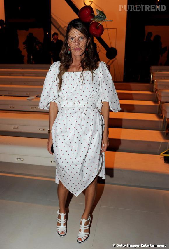Anna en robe Yves Saint Laurent au défilé Gucci.