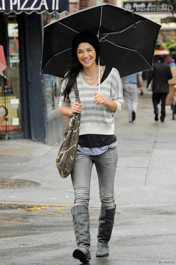 Avec une paire de bottes mal coupée, l'actrice se retrouve avec des jambes arquées.