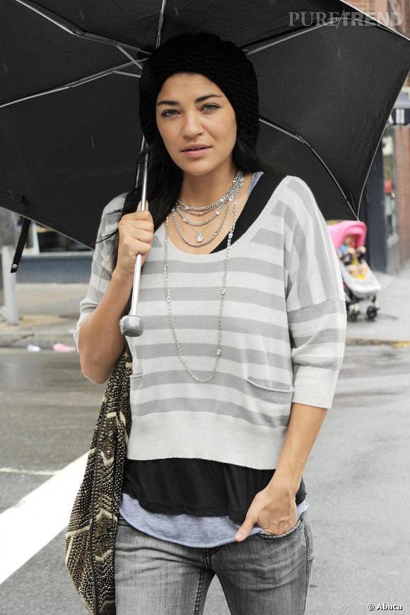 Le style de Jessica ? Faussement négligé et le casual glamourisé.