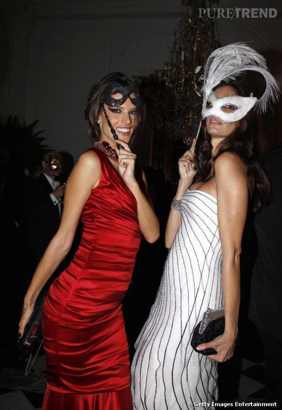 La sublime Alessandra Ambrosio sexy en robe rouge.