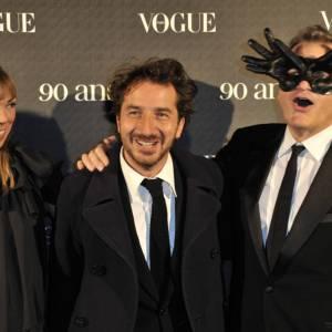 Mathilde Agostinelli accompagnée d'Edouard Baer et de Jean Charles de Castelbajac, hilares.