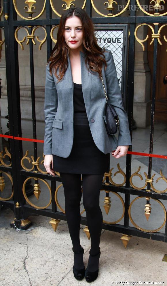 Petite veste sur robe noire