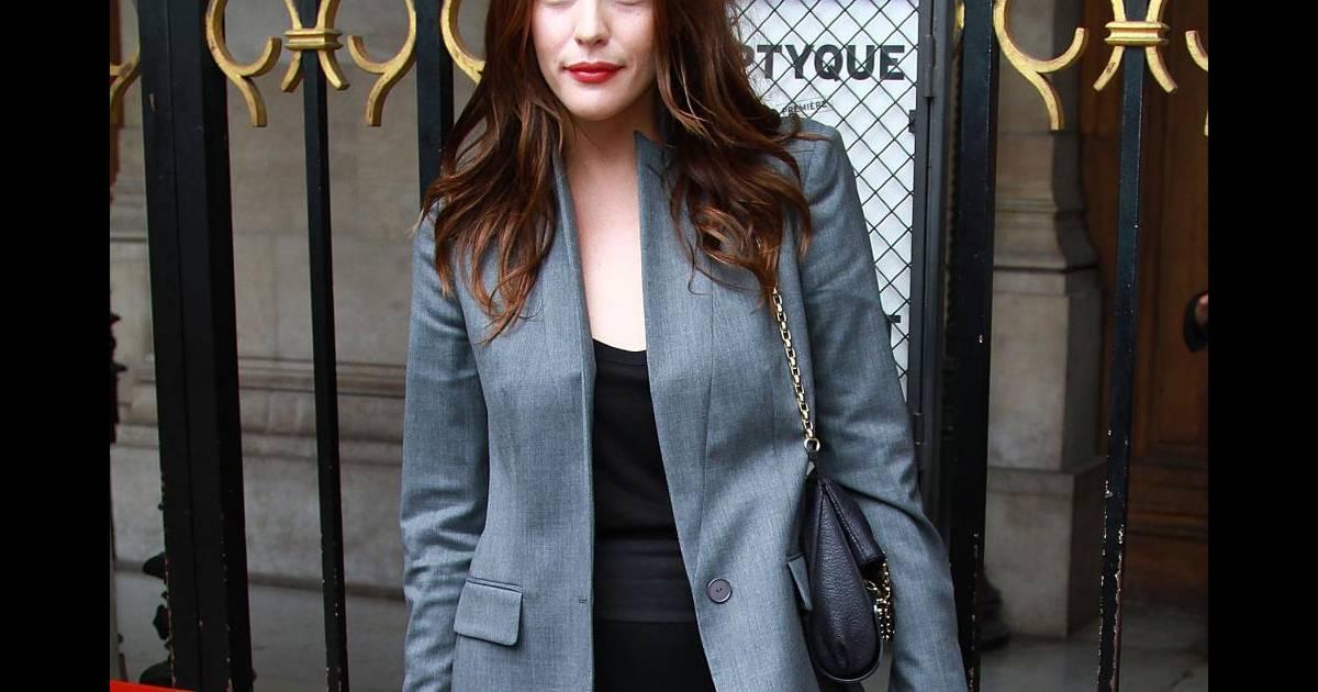 Veste de costard grise et petite robe noir un sans faute for Petite veste de mariage