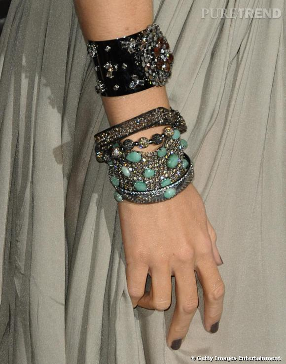 Manchettes et bracelets étincelants, la Gossip Girl habille des poignets d'une touche glitter en évitant l'effet diva hollywoodienne.