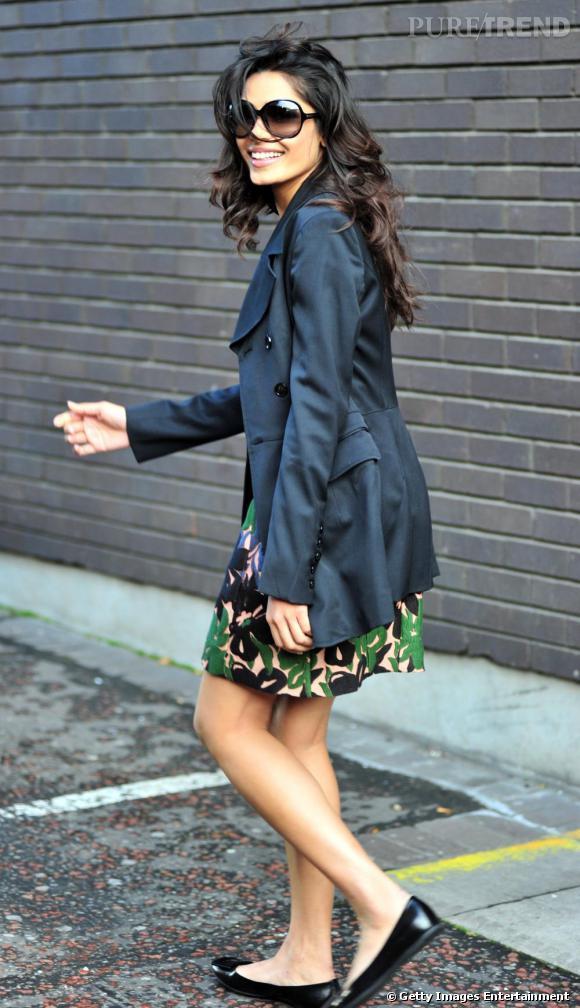 Freida Pinto dans les rues de Londres.