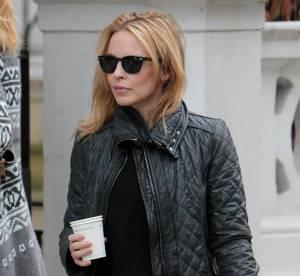 Kylie Minogue joue les bikeuses dans les rues de Londres