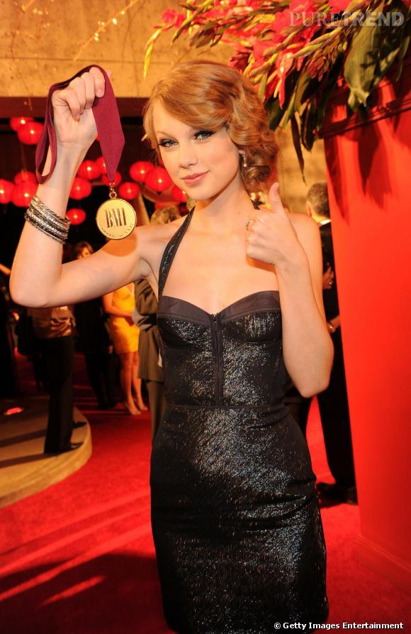 Taylor Swift aux BMI Country Music Awards à Nashville.