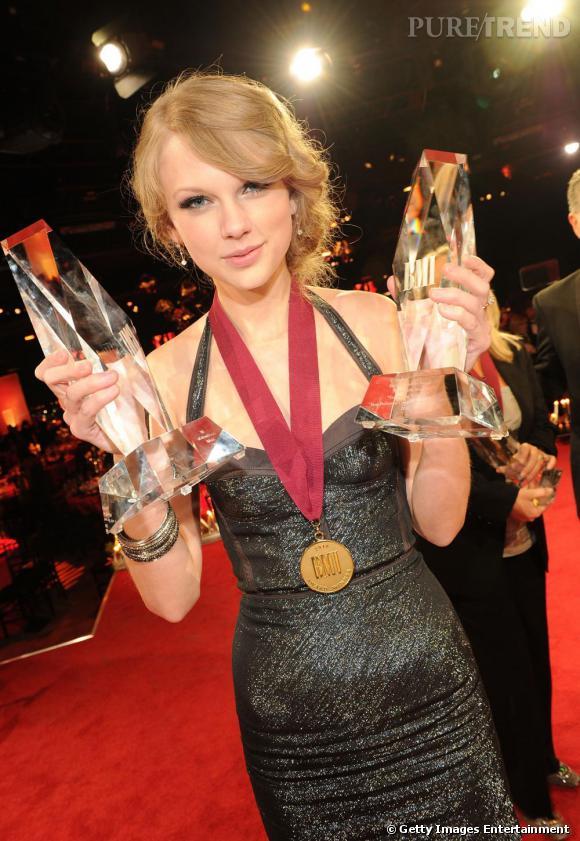 Grande gagnante ce soir-là, Taylor était à la hauteur de ses récompenses niveau look.