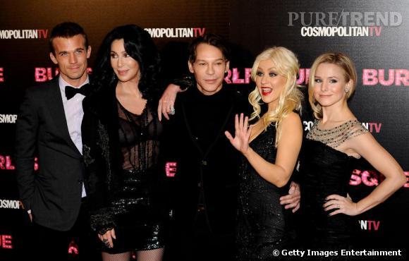 L'équipe du film Burlesque : Cam Gigandet, Cher, Steven Antin, Christina Aguilera et Kristen Bell.