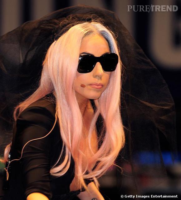 Lady Gaga à Las Vegas pour promouvoir le dernier-né de Polaroid.