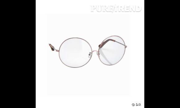 Lunettes Linda Farrow pour Charles Anastase       Out les lunettes à large monture, elle porte un modèle oversize, rond et rétro.    Prix : 259.99€