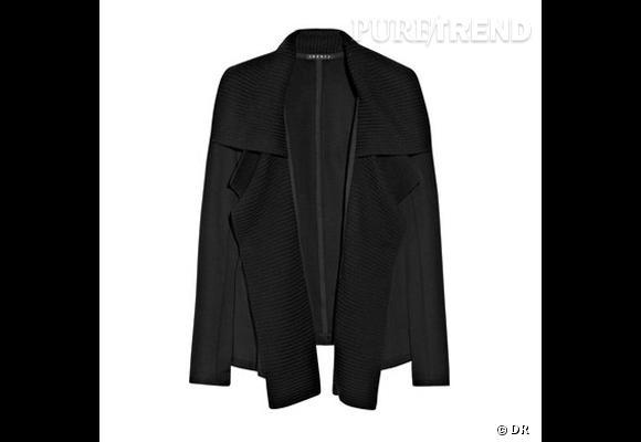 Veste Theory       Une veste certes noire, mais un modèle hybride, entre cape et blazer.    Prix : 372€     En vente sur    www.net-a-porter.com